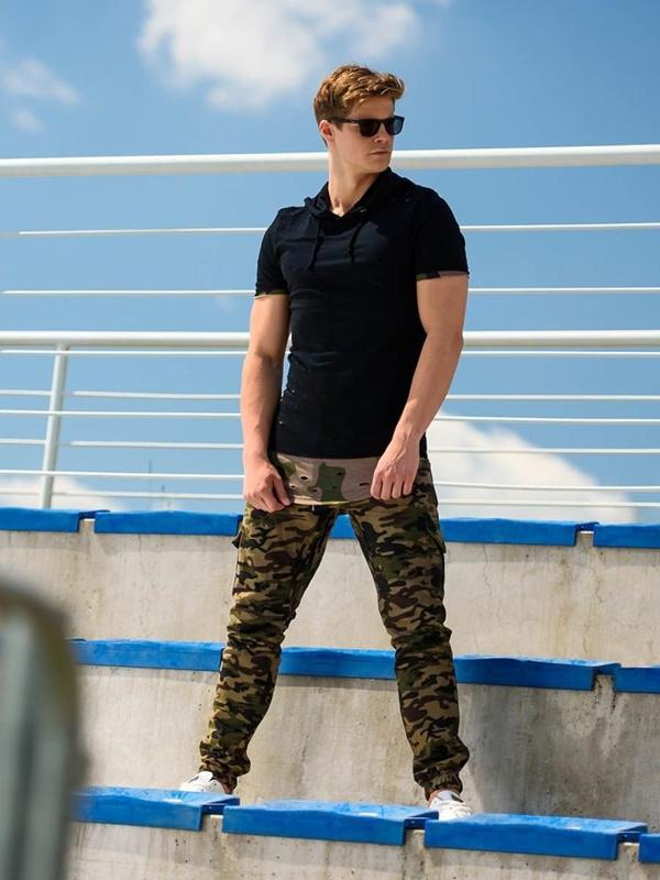 Stylizacja nr 252 - T-shirt z nadrukiem, spodnie bojówki