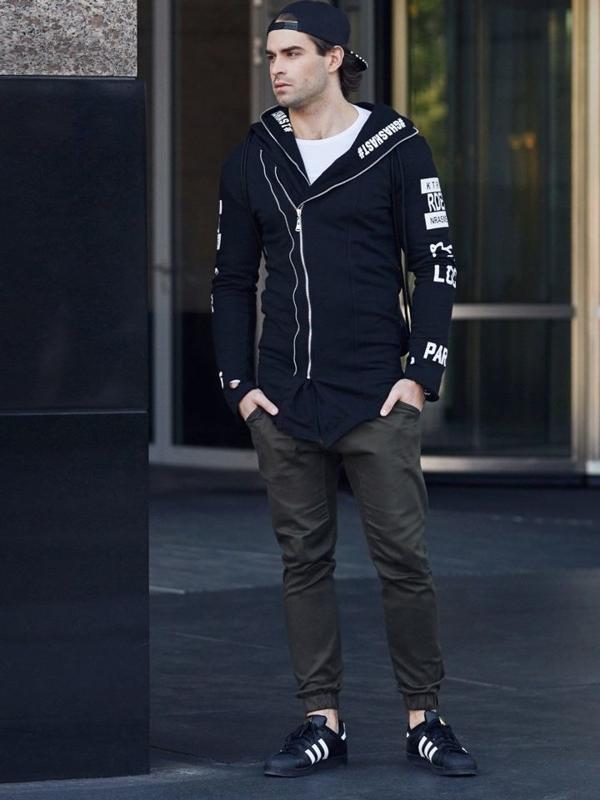 Stylizacja nr 334 - zegarek, bluza z nadrukiem, longsleeve, spodnie baggy