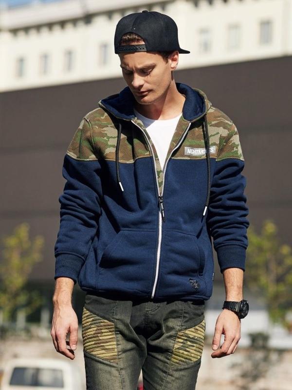 Stylizacja nr 340 - zegarek, bluza z kapturem, longsleeve bez nadruku, jeansowe joggery