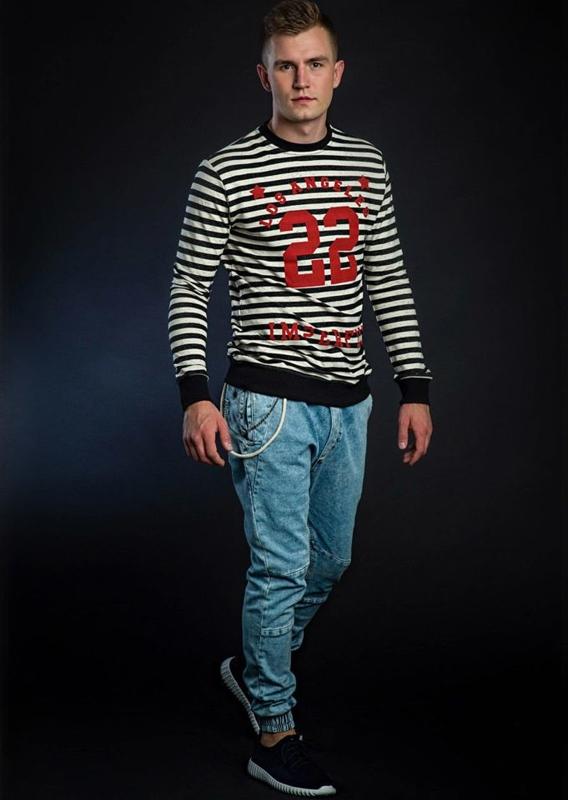 Stylizacja nr 39 - bluza, spodnie joggery, buty