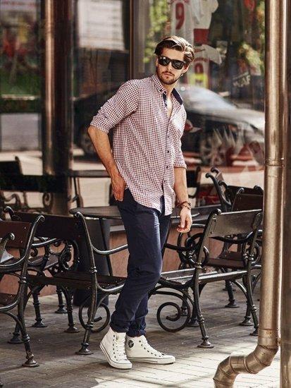Stylizacja nr 268 - okulary przeciwsłoneczne, bransoletka, koszula w kratę, spodnie chinosy, buty